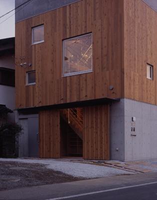 海老名の家の部屋 外観-玄関(撮影:淺川敏)