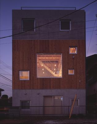 海老名の家 (外観-夜間(撮影:淺川敏))