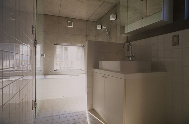 海老名の家の部屋 浴室(撮影:淺川敏)