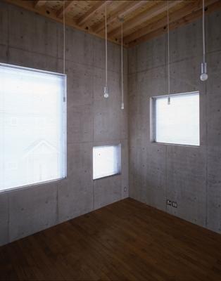 海老名の家の部屋 リビングの窓(撮影:淺川敏)
