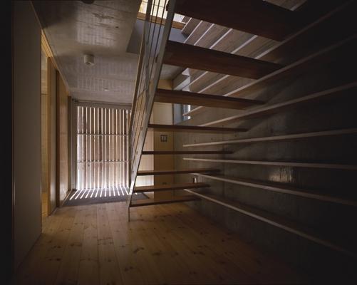 西荻の家の部屋 玄関(撮影:淺川敏)