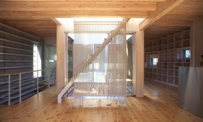 西荻の家 (屋上への階段(撮影:淺川敏))