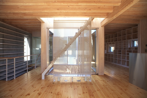 西荻の家の部屋 屋上への階段(撮影:淺川敏)