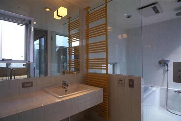 西荻の家の部屋 浴室(撮影:淺川敏)