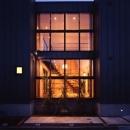 野方の家の写真 外観-夜間(撮影:淺川敏)
