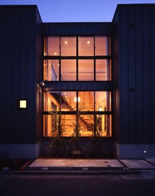 野方の家の部屋 外観-夜間(撮影:淺川敏)