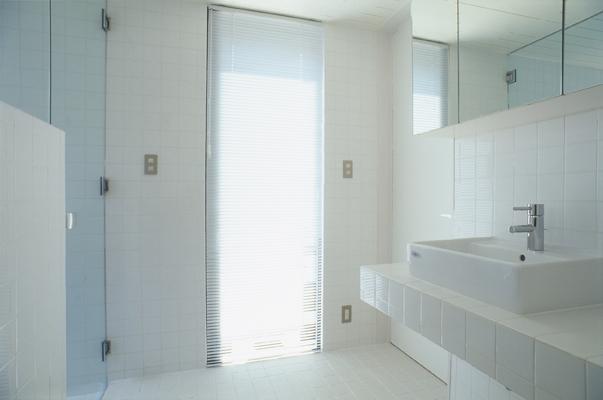 野方の家の部屋 浴室(撮影:淺川敏)