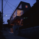 外観-夜間(撮影:淺川敏)