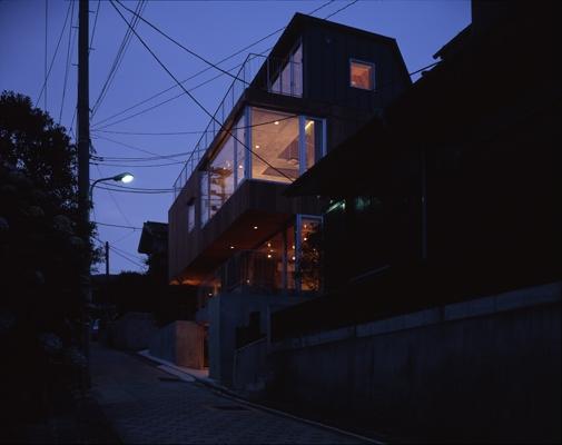 代々木西原の家 (外観-夜間(撮影:淺川敏))