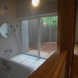 テラスにつながる浴室