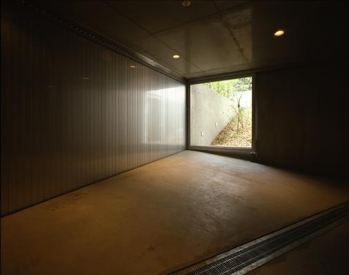 代々木西原の家 (駐車場(撮影:淺川敏))