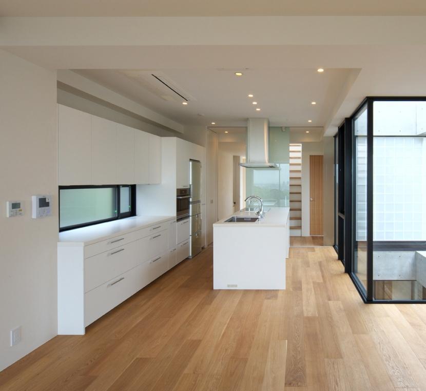海と山の見える家の部屋 キッチン