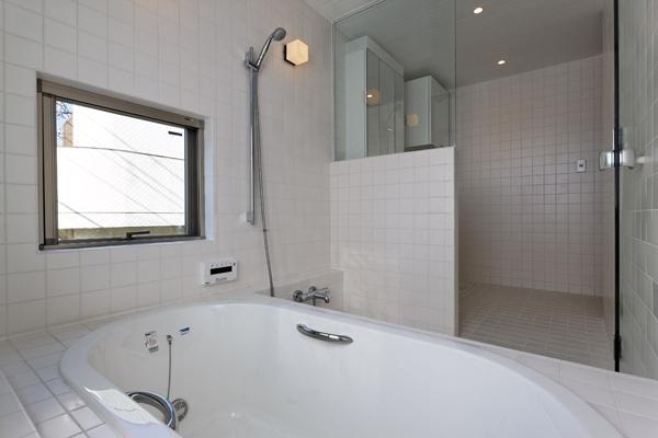 目黒南の家の部屋 浴室(撮影:淺川敏)