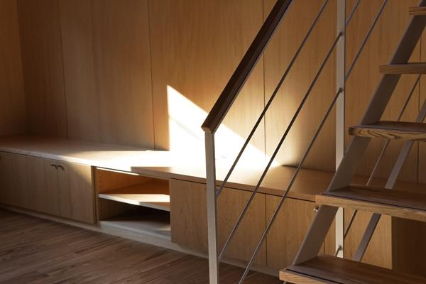 目黒南の家の部屋 作り付けテレビボード(撮影:淺川敏)