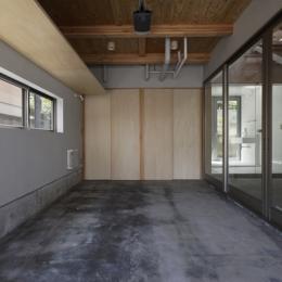 秦野の家 (ガレージ(撮影:淺川敏))