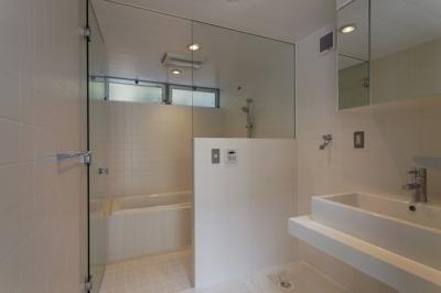 浴室(撮影:淺川敏) (五反野の家)