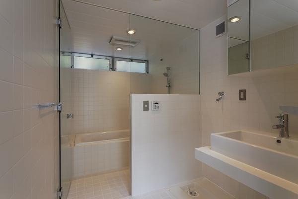 五反野の家の写真 浴室(撮影:淺川敏)