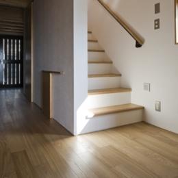 日吉の家 (2階に続く階段(撮影:淺川敏))