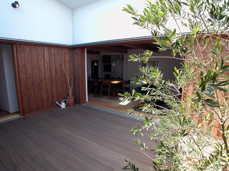 建築家:松井鉄美「小さなコートハウス」