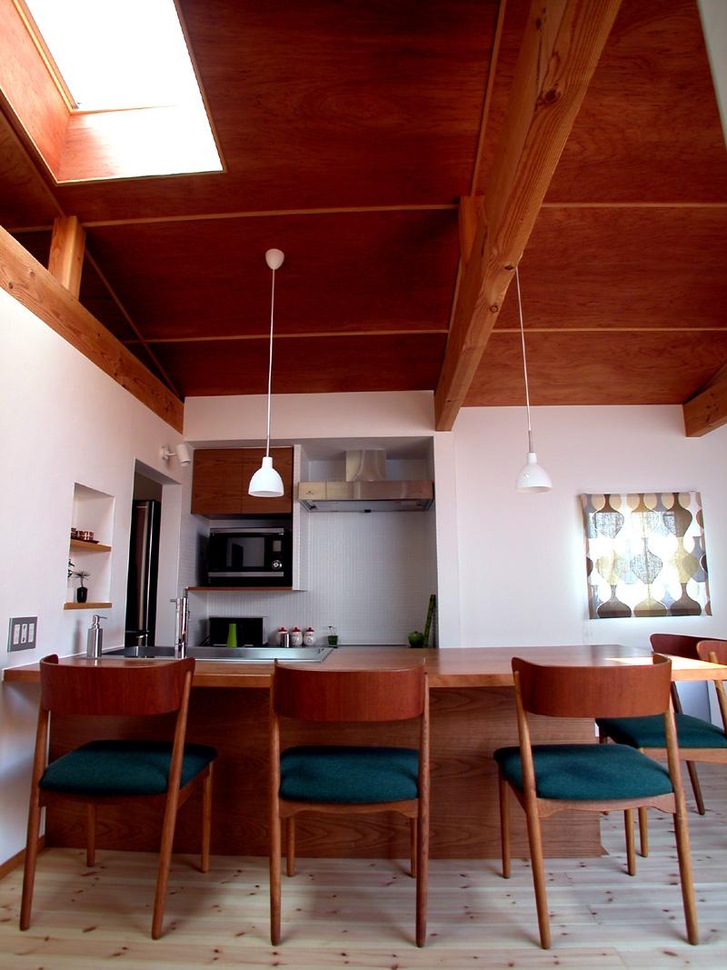 小さなコートハウスの写真 オープンキッチン