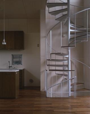 五反野の家の写真 螺旋階段(撮影:淺川敏)