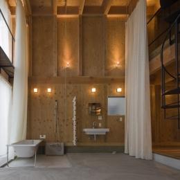 和賀材木座の家 — 空(くう)の箱 — (浴室-open(撮影:淺川敏))