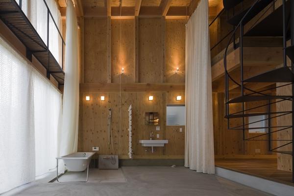 和賀材木座の家 — 空(くう)の箱 —の部屋 浴室-open(撮影:淺川敏)