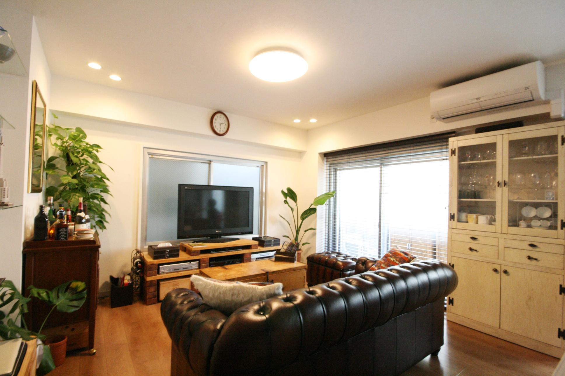 渋谷区 Y邸 ミッドセンチュリーな空間の部屋 リビング
