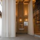 和賀材木座の家 — 空(くう)の箱 —の写真 浴室-closed1(撮影:淺川敏)