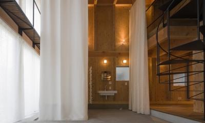 和賀材木座の家 — 空(くう)の箱 — (浴室-closed1(撮影:淺川敏))