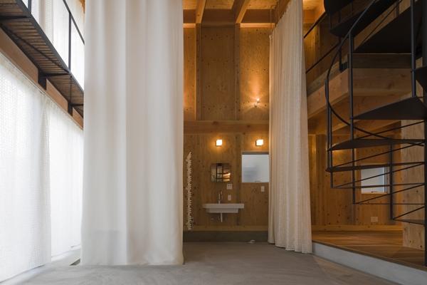 和賀材木座の家 — 空(くう)の箱 —の部屋 浴室-closed1(撮影:淺川敏)
