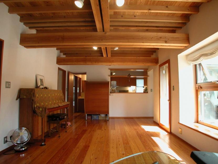建築家:松井鉄美「踏み天井の家」