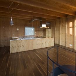 和賀材木座の家 — 空(くう)の箱 —-キッチン(撮影:淺川敏)