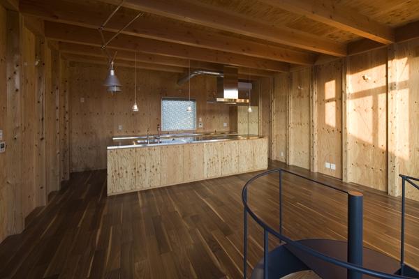 和賀材木座の家 — 空(くう)の箱 —の部屋 キッチン(撮影:淺川敏)