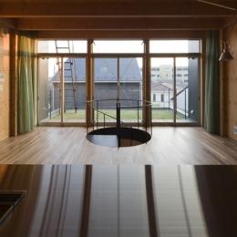 和賀材木座の家 — 空(くう)の箱 —-キッチンからの眺め(撮影:淺川敏)