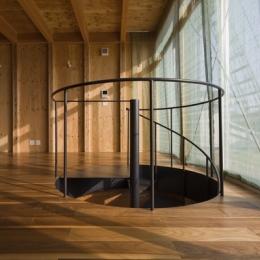 和賀材木座の家 — 空(くう)の箱 —-螺旋階段2(撮影:淺川敏)