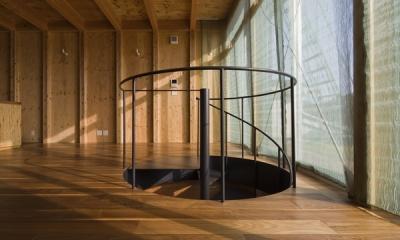 和賀材木座の家 — 空(くう)の箱 — (螺旋階段2(撮影:淺川敏))