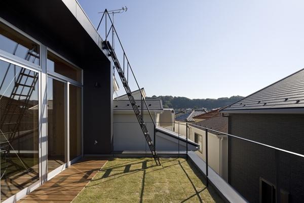 建築家:田井幹夫「和賀材木座の家 — 空(くう)の箱 —」