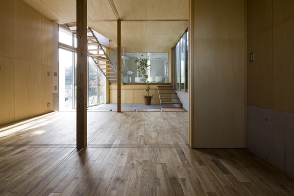 秋谷の家の部屋 広間から眺める(撮影:淺川敏)