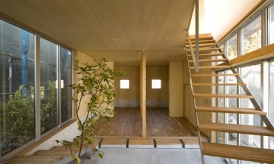 秋谷の家 (階段(撮影:淺川敏))