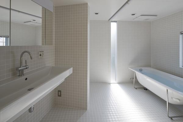秋谷の家 (浴室(撮影:淺川敏))