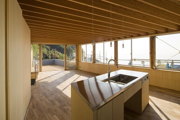 秋谷の家の部屋 キッチン(撮影:淺川敏)