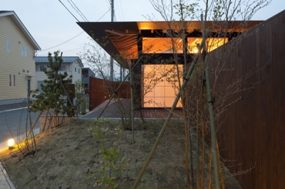 庭(撮影:淺川敏) (佐野の大屋根)