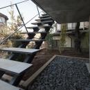 玄関アプローチ-階段(撮影:淺川敏)