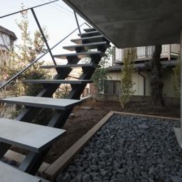 上麻生の家 (玄関アプローチ-階段(撮影:淺川敏))