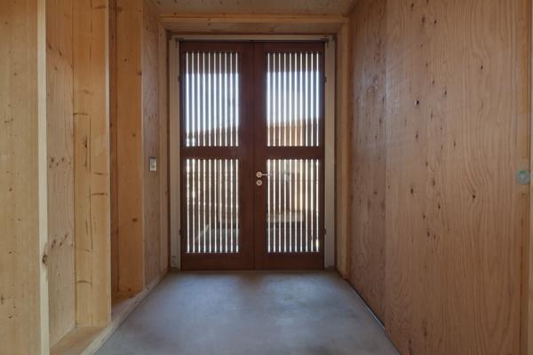 上麻生の家の写真 玄関-1(撮影:淺川敏)