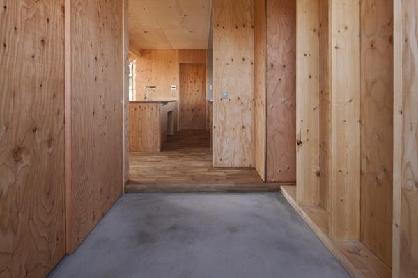 上麻生の家の部屋 玄関-2(撮影:淺川敏)