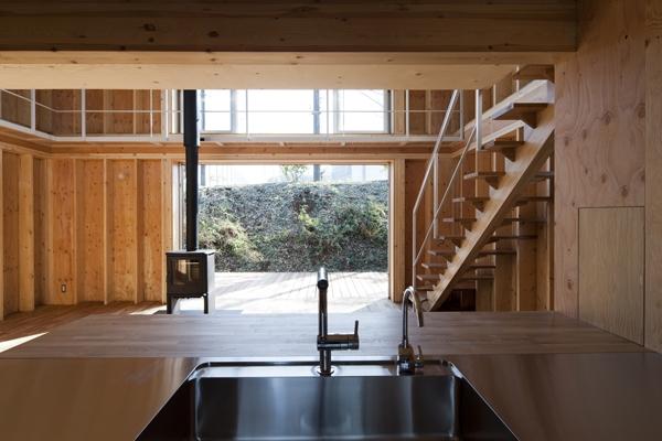 上麻生の家の部屋 キッチンからの眺め(撮影:淺川敏)
