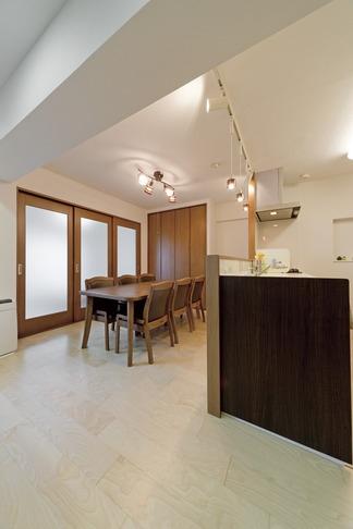 ルームシアターのある暮らしの部屋 リビングキッチン1