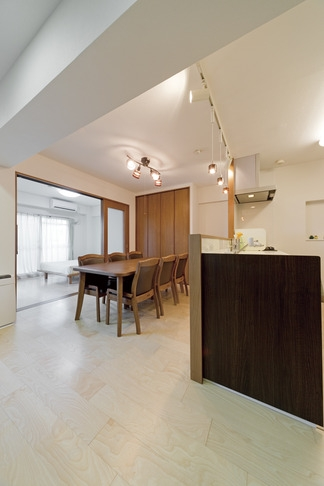 ルームシアターのある暮らしの部屋 リビングキッチン2